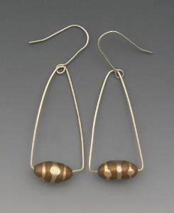 t-Oval bead earrings