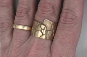Cracks ring